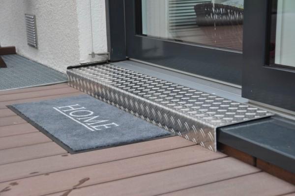 Alu-Riffelblech-Fensterbankabdeckung-mit-Kantung