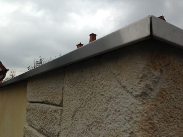 Garagen-Mauerabdeckung-aus-Edelstahlblech