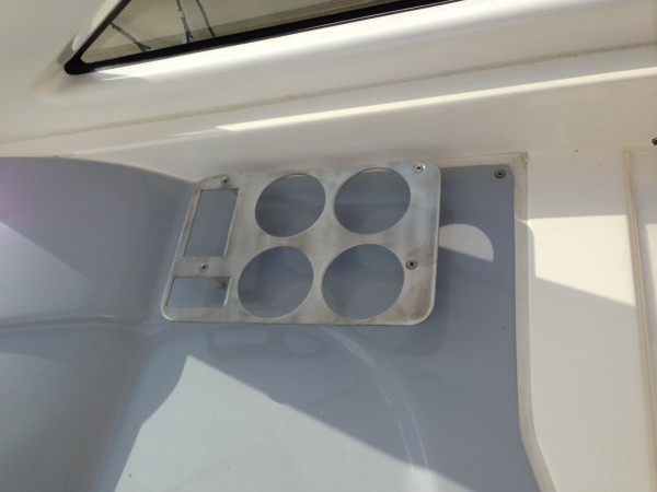 Individuelle-Dosen-und-Getr-nkehalter-aus-Edelstahl-f-r-Bootseinsatz