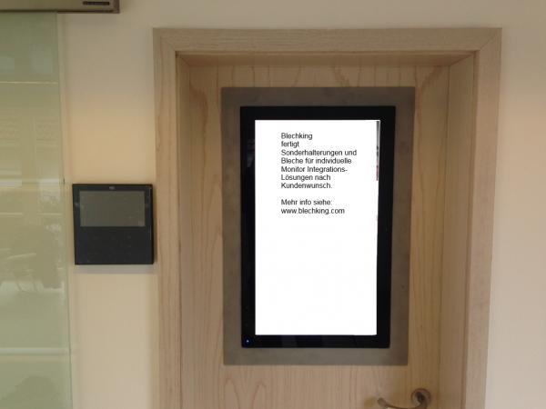 Digital-Signage-Edelstahlzuschnitt-Monitorhalterung-samt-Paspartout