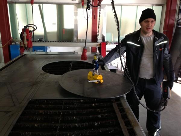 Ronde-aus-Stahlblech-zugeschnitten