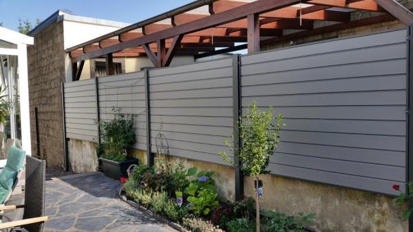 Sichtschutz-aus-Pulverbeschichtetem-Aluminium