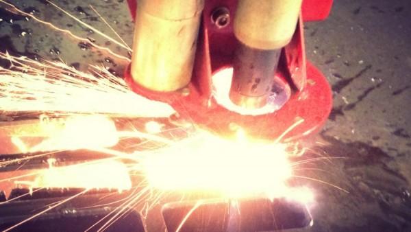 Blechzuschnitt-mittels-CNC-Plasmaschneidanlage